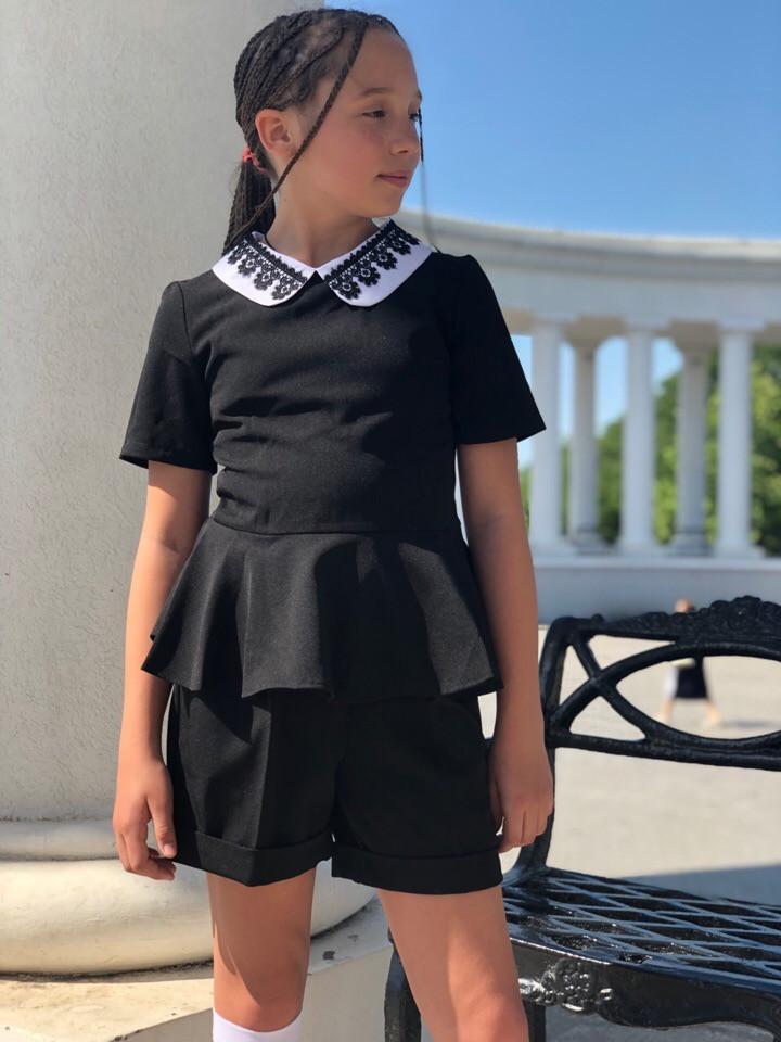 Костюм для девочки с шортамина резинке и блузкой со съемным воротником (К28251)