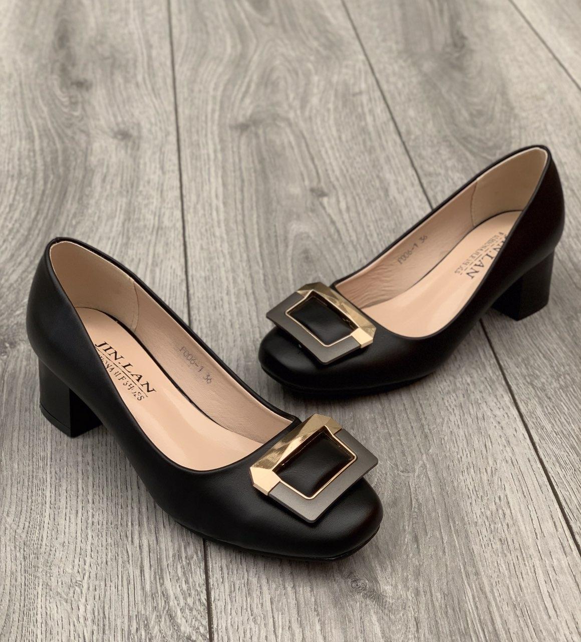 Туфлі жіночі 8 пар в ящику чорного кольору 36-41