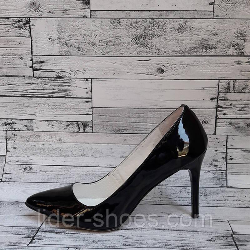Женские туфли на шпильке черного цвета