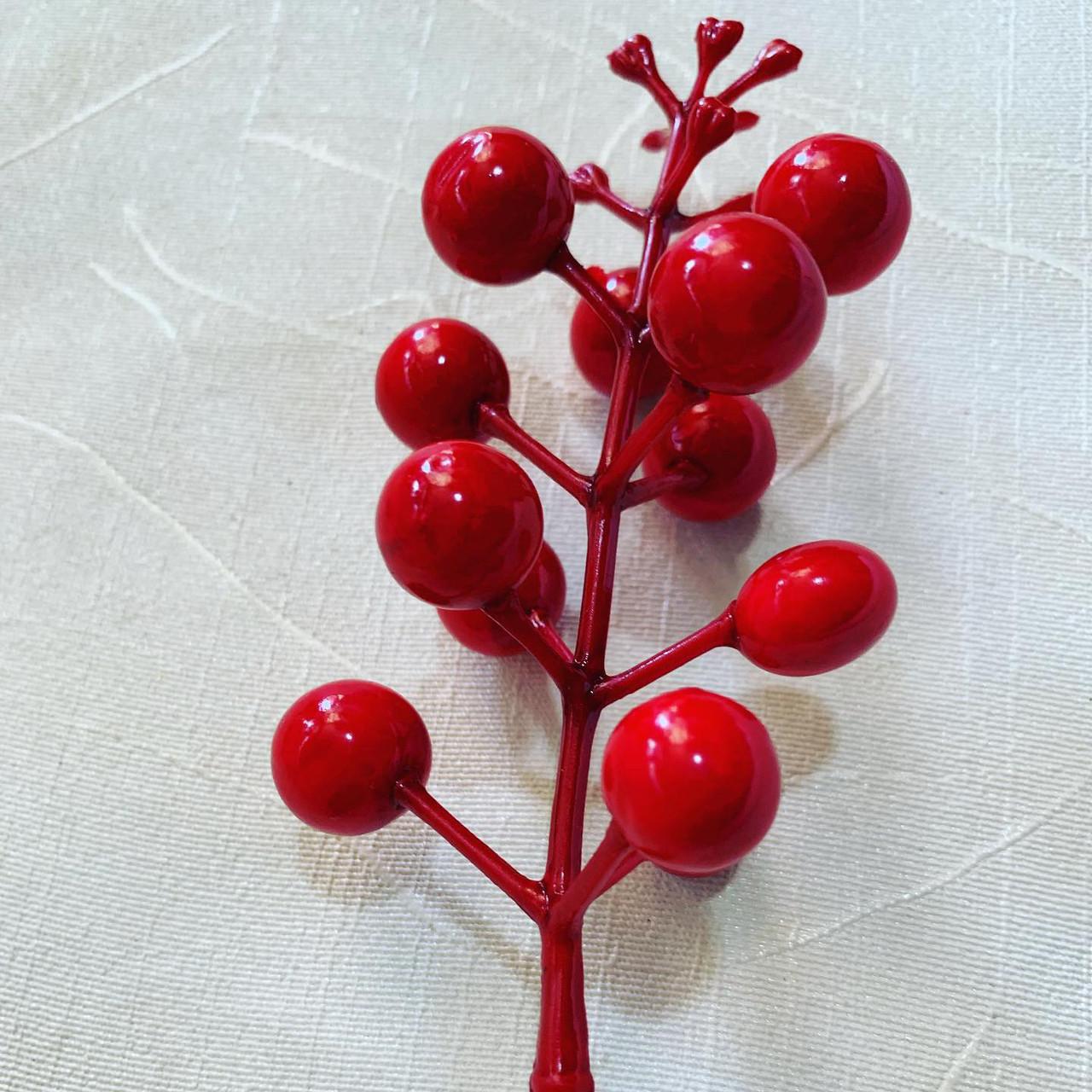 Декоративная насадка-ягода красная.