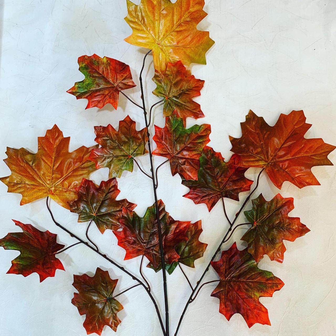 Кленовый осенний лист.