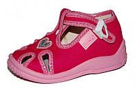Детские летние закрытые сандалии для девочки на застёжке (Розовые в горошек)