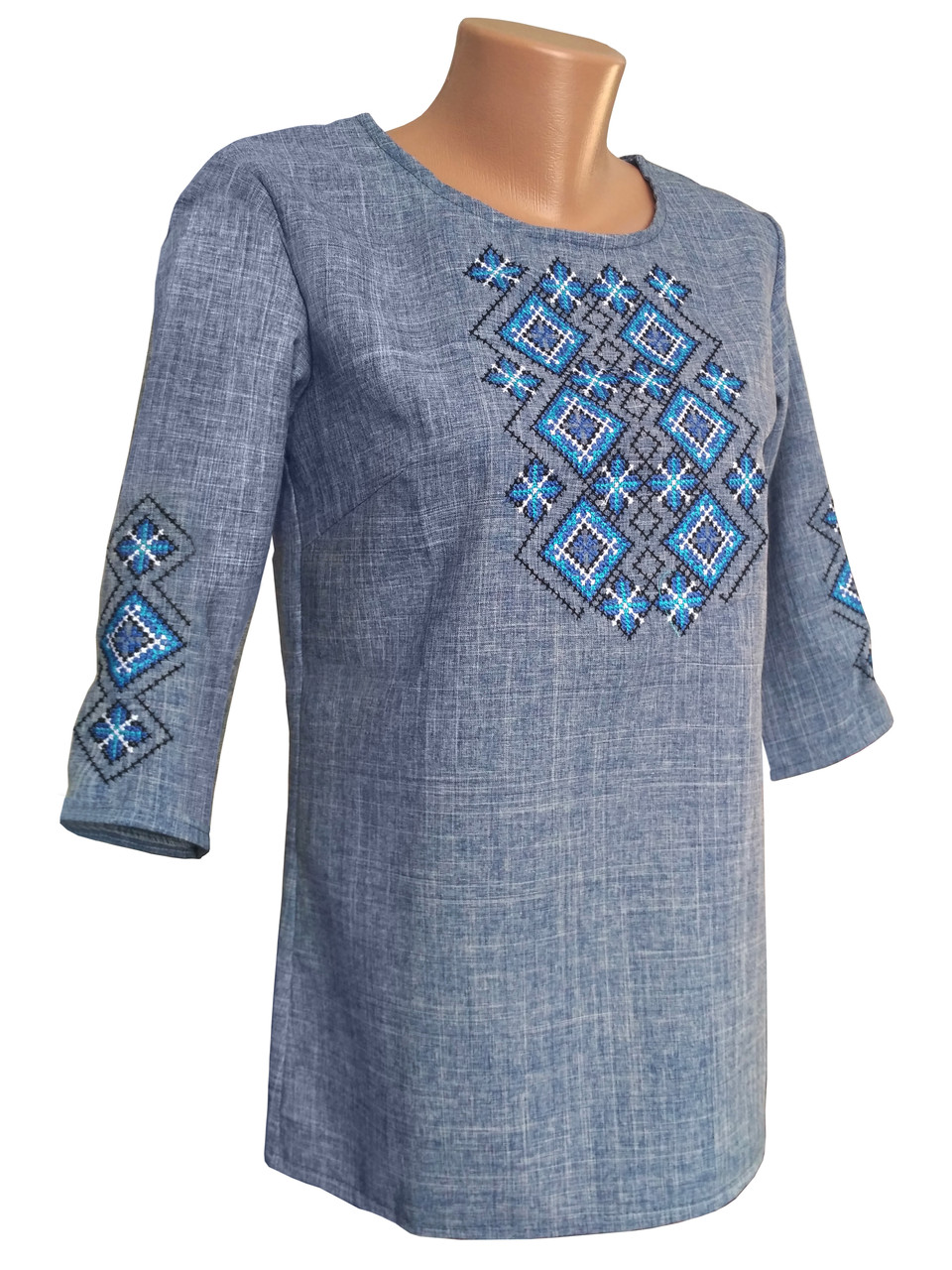 Вишита жіноча блуза у кольорі джинс із геометричним орнаментом