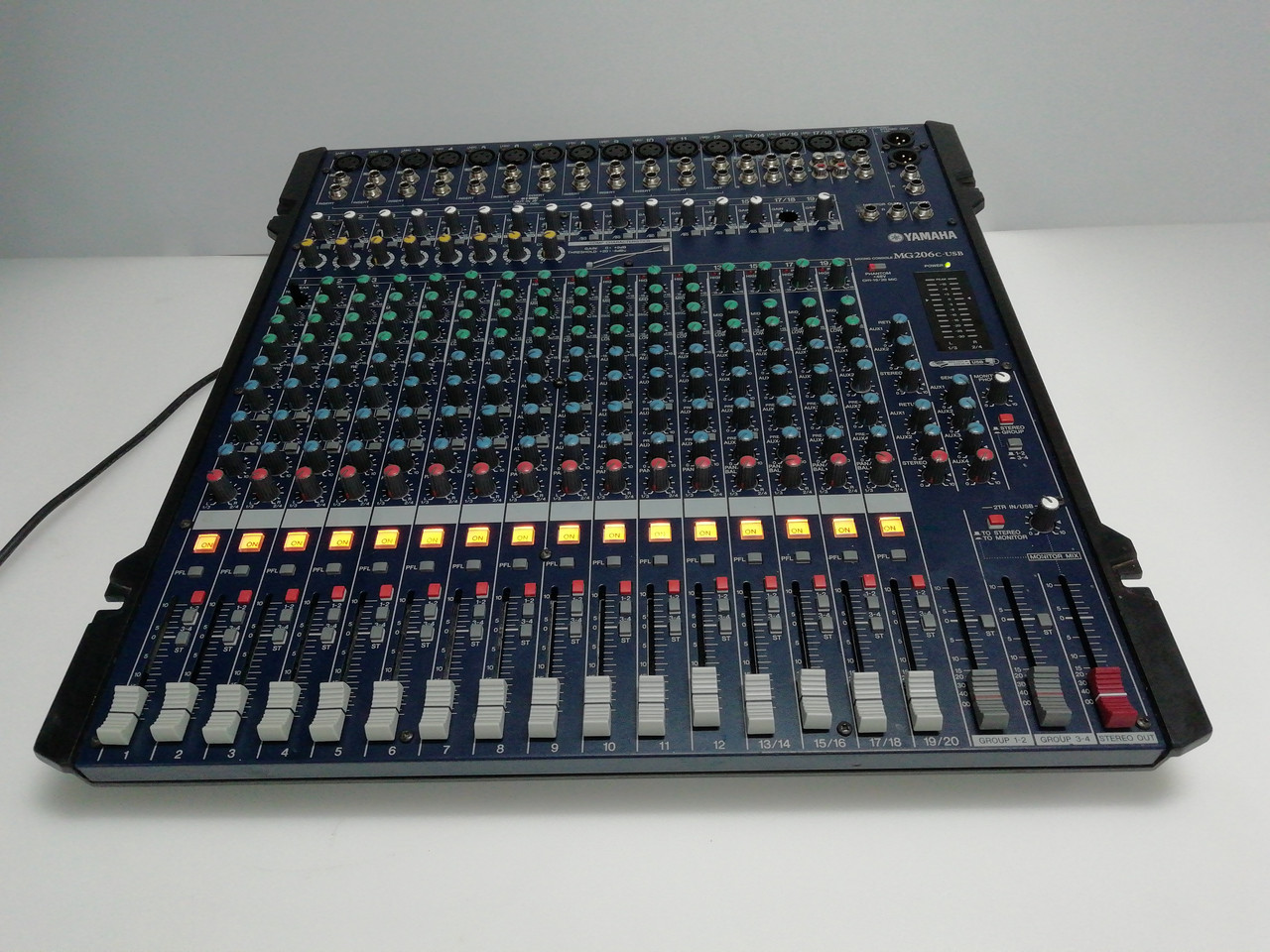 Микшерный пульт YAMAHA MG206C (Dynacord, Soundcraft)