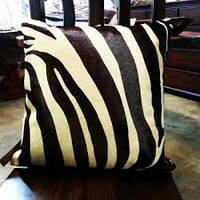 Декоративная подушка из натуральной  шкуры под зебру