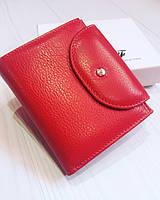 Оригинальный женский кожаный кошелёк в красном цвете