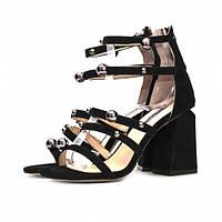 Модные и элегантные женские босоножки из черной замши, с широким оригинальным каблуком. Высота каблука 9 см.