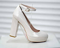 Туфли женские, лаковые, бежевые, на платформе, устойчивый каблук, размер. туфлі жіночі, лакові, бежеві