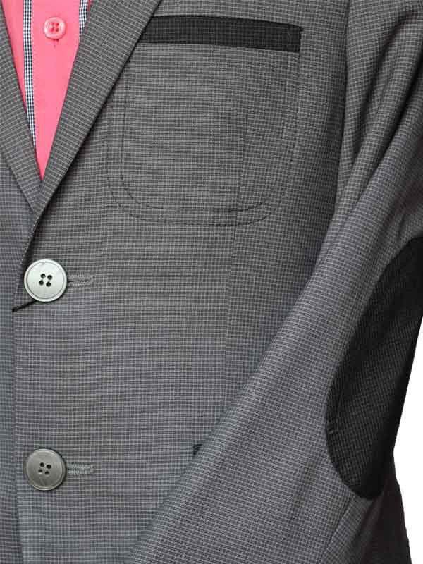 В области локтя настрочен налокотник из отделочной ткани с четырьмя закрепками. Подробнее: https://nezhdanchik.com.ua/p962456083-shkolnyj-kostyum-dlya.html