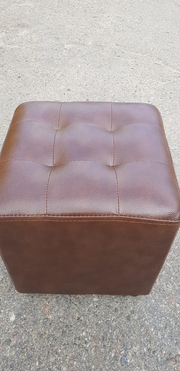 Пуфик квадрат прошитый( коричневый)-35×35×40см.
