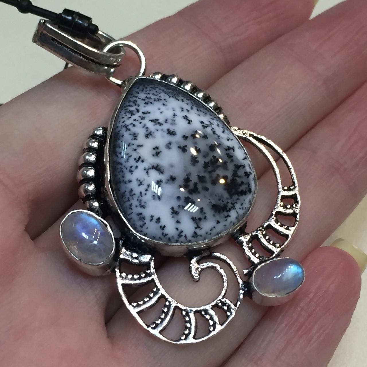 Дендритовый опал и лунный камень адуляр кулон с дендритовым опалом в серебре Индия