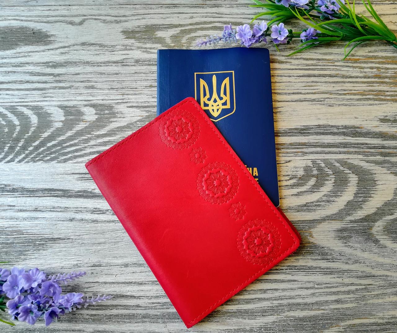 Обложка на паспорт красные цветы (полу матовая)