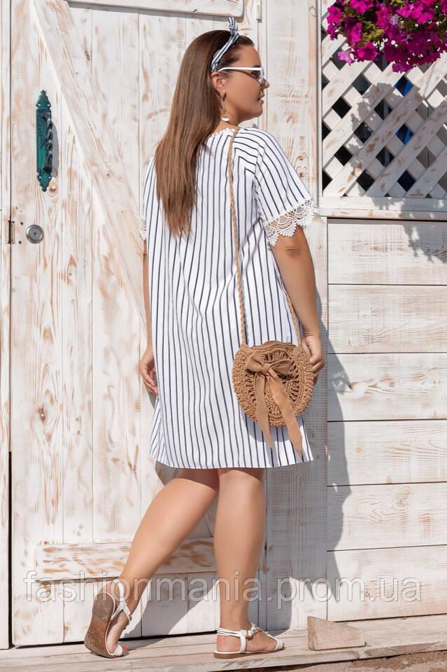 Батальное белое платье в полоску с рукавами макраме