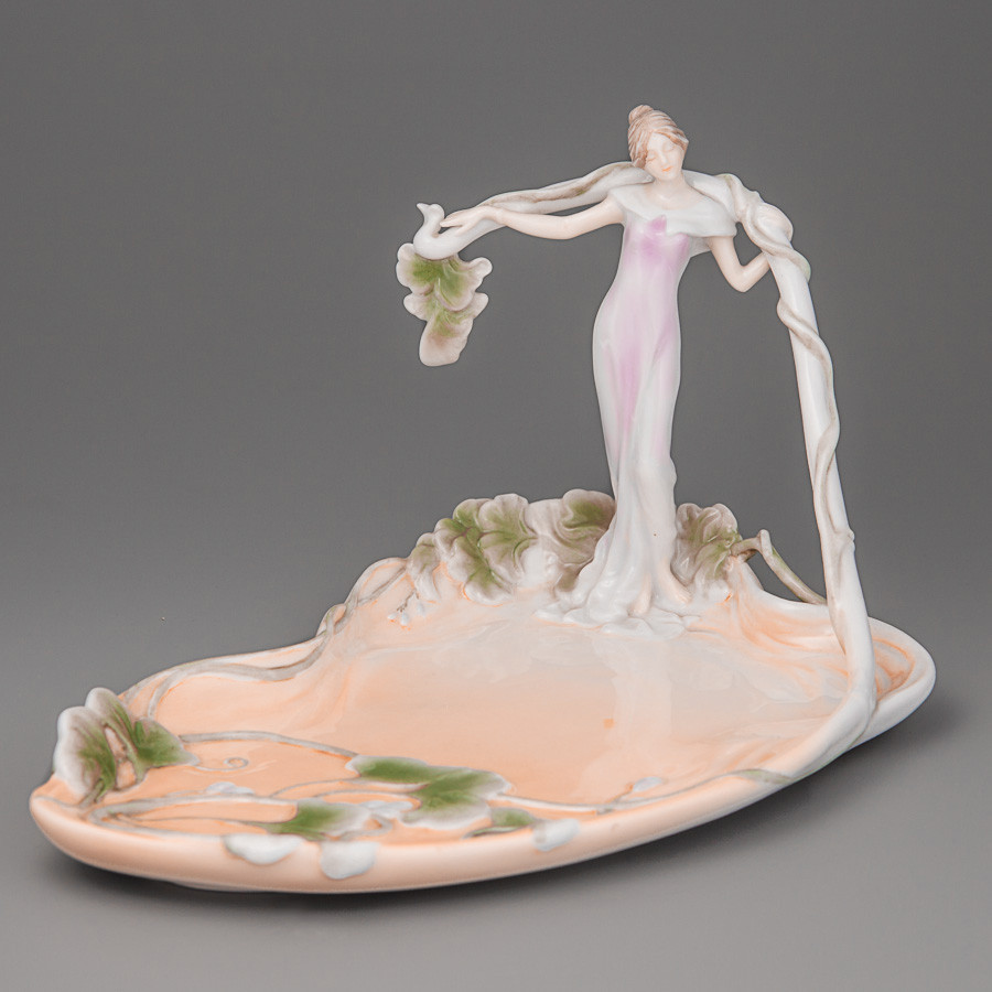 Блюдо Unikorn Studio Девушка в листьях 23х24 см 20018