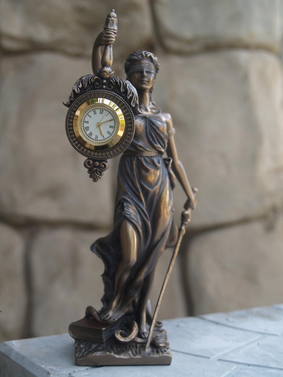 Часы настольные Veronese Фемида 19 см 76754 фигурка статуетка веронезе часы на стол верона