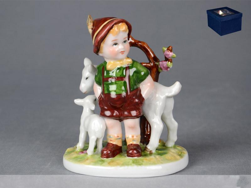 Статуэтка Мальчик с козлятами 12 см фарфор