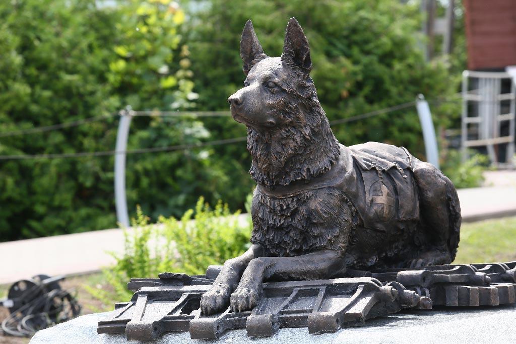 """Пам'ятник для собаки """"німецька вівчарка"""" на могилу із граніту"""