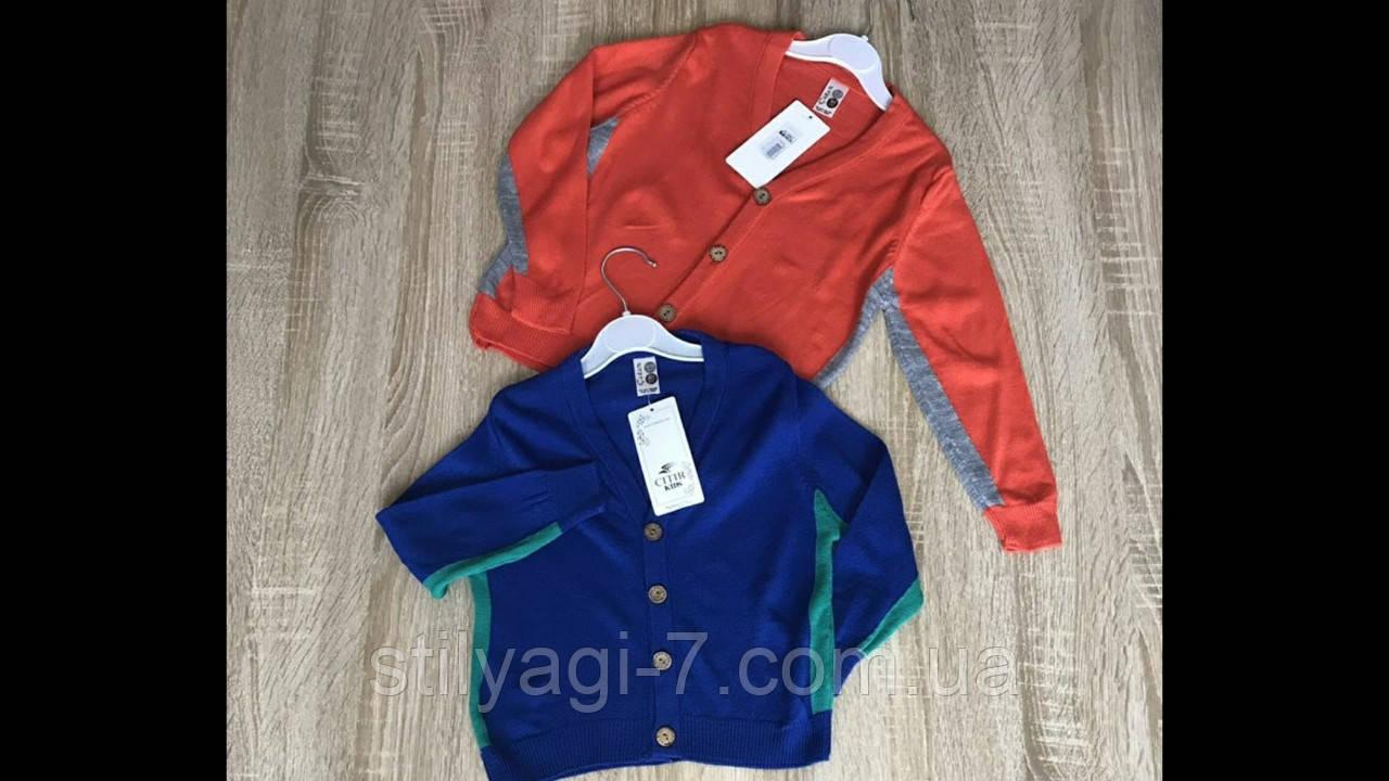 Кофта в'язана для хлопчика на 1-4 років червоного, синього кольору, на гудзиках оптом
