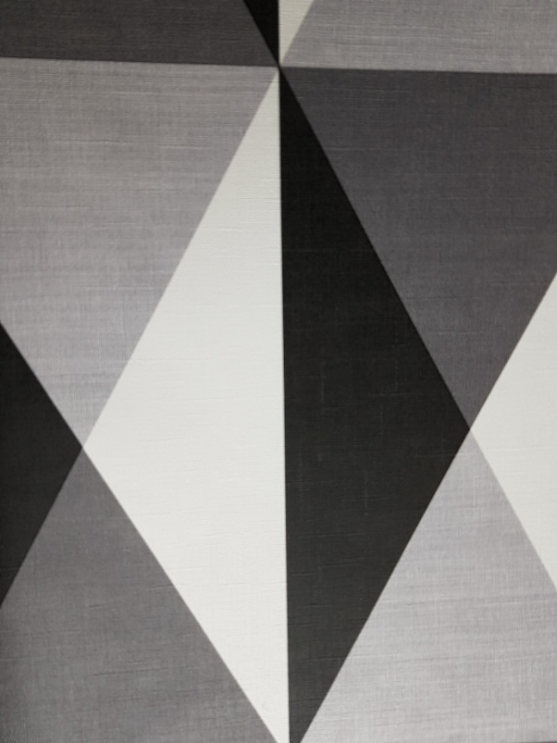 Обои виниловые на флизелине Ugepa J67929  Motif Norman треугольники черные серые белые