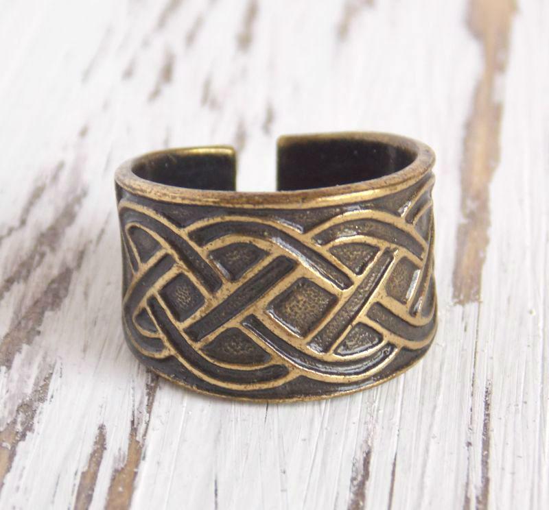Славянское этническое кольцо из латуни литое 19 размер