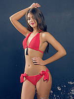 Купальник раздельный треугольной формы на завязках «Chic», красный