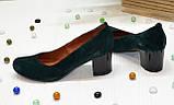Замшевые туфли на устойчивом каблуке из натуральной замши зелёного цвета, фото 3