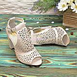 Женские кожаные босоножки на устойчивом каблуке, цвет бежевый, фото 3