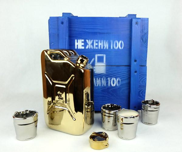 Не жени 100 а налий 100 - золотая бутылка-канистра в деревянном ящике, набор Дозаправка