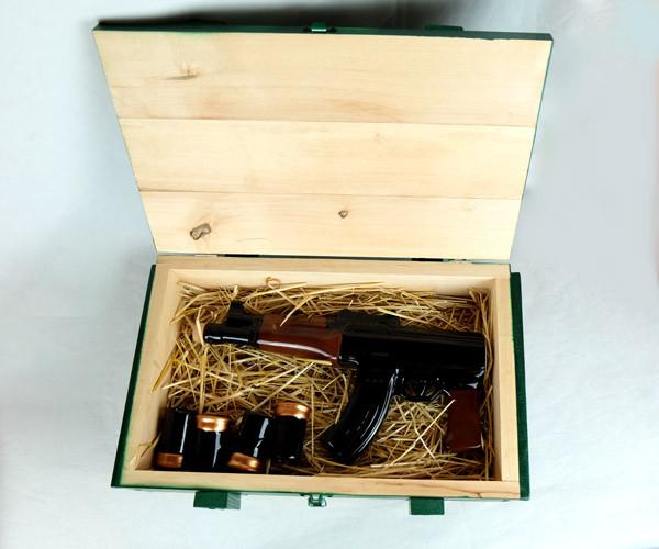 Автомат Калашникова в ящике - подарочный набор для спиртного