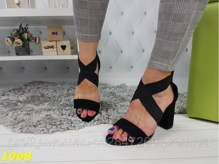 Босоножки на невысоком широком каблуке