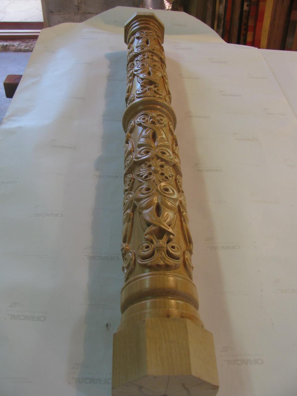 Колона різьблена з дерева
