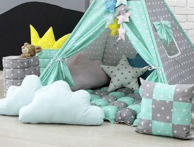 Декоративные подушки, гирлянды, мягкие коврики