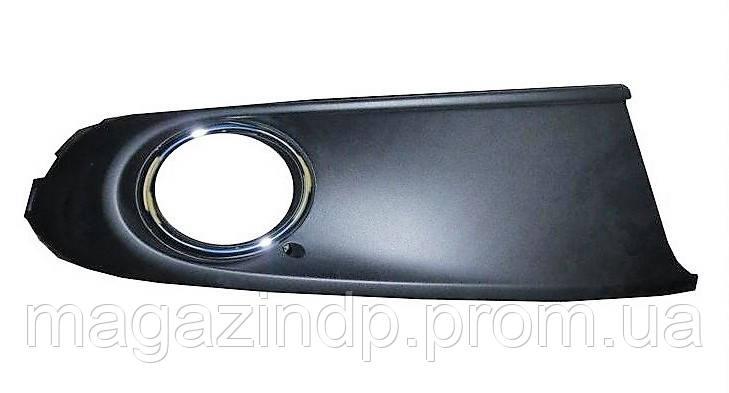 Решетка в бампер Volkswagen Polo V SDN 09-15 правая с отверстиями для противотуманок, с хромом 7426 914 Код:875318002
