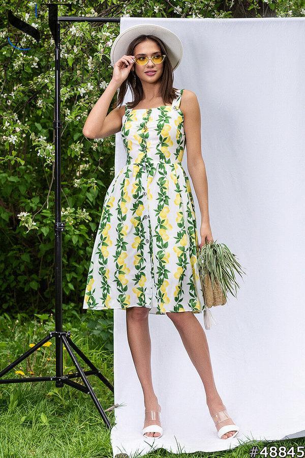Яркое летнее платье сарафан на пуговицах в фруктовый принт и с подъюбником в комплекте