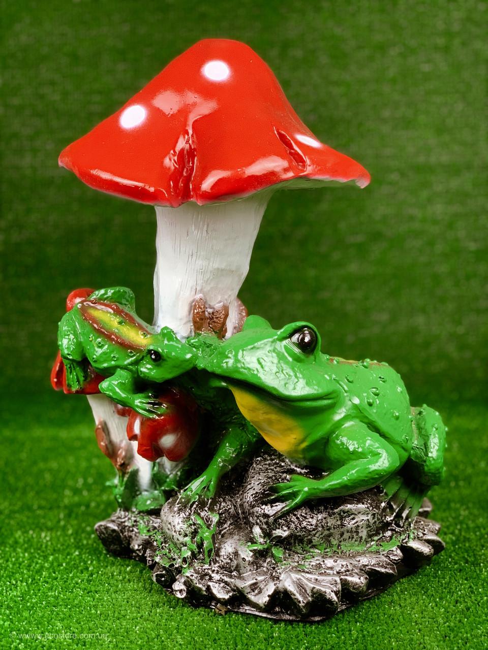 "Садовая фигура ""Лягушки под грибом"" H-38см"