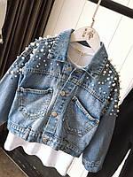 Женская джинсовая куртка оверсайз с жемчугом на рукавах и спине 68kr2102