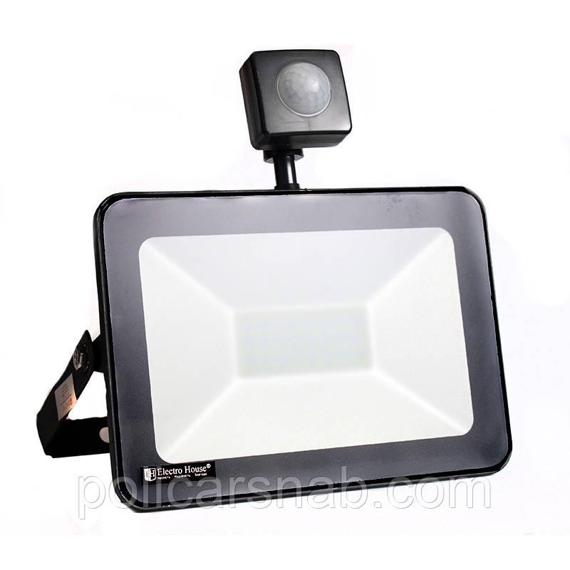 ElectroHouse LED прожектор с датчиком движения 30W IP65