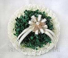 Свадебная подушечка для обручальных колец из роз круглая айвори с самшитом LA BEAUTY Studio