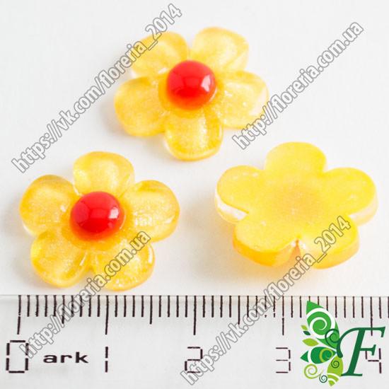 Серединка квітка жовтий