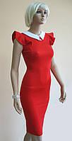 Облегающее красное платье с белым воротничком и сеточкой на спине