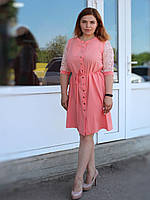 Легкое платье на пуговичках с кружевом на рукавах, с поясом