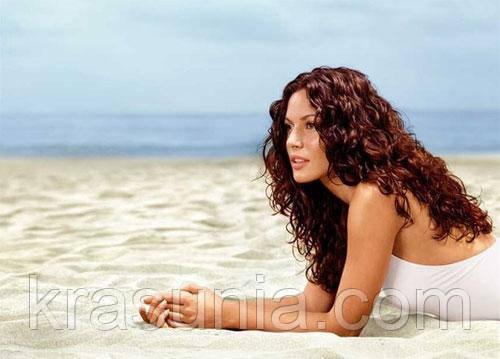 Как защитить волосы на море?