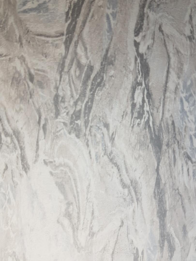 Виниловые  обои на флизелиновой основе Decoprint  Nubia  NU19122 под мрамор светло серые