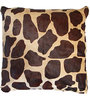 Декоративная подушка из с принтом под жирафа