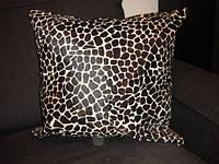 Декоративная подушка из коровьей шкуры крашенной под леопарда