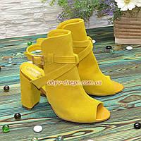 Женские замшевые босоножки на высоком устойчивом каблуке, цвет желтый. В наличии 38, 39 размеры