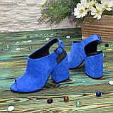 Женские замшевые босоножки на устойчивом каблуке, цвет электрик. 37 размер, фото 3