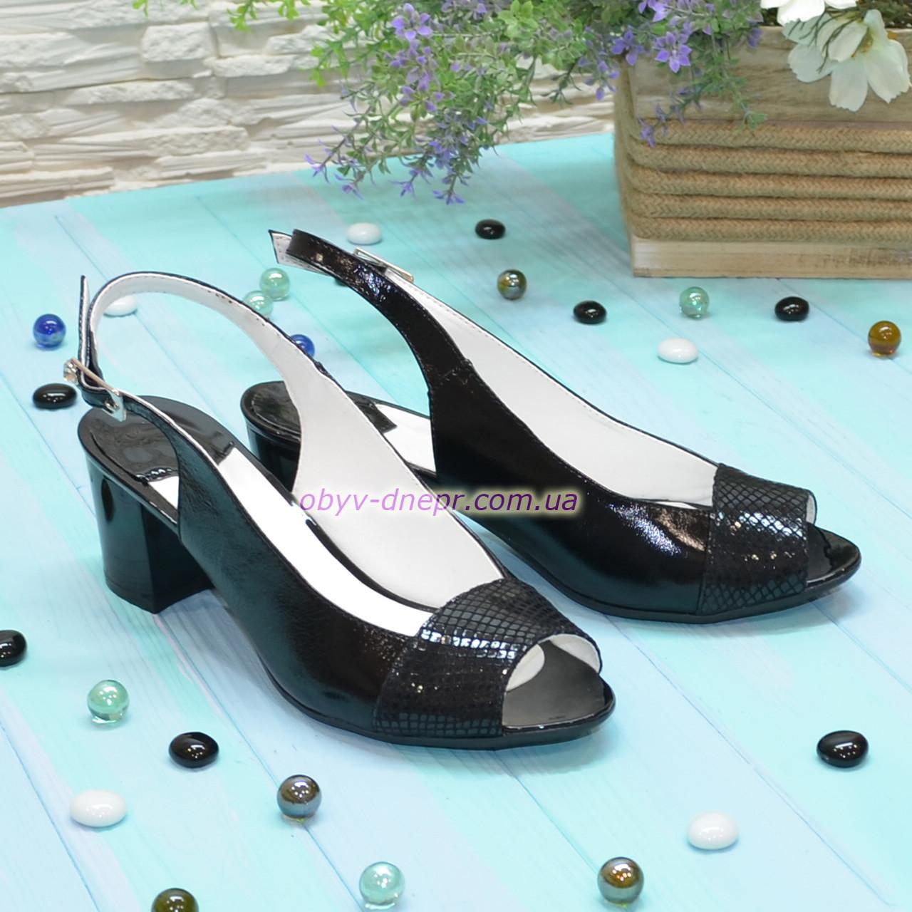 Босоножки женские черные на невысоком каблуке