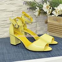 Босоножки лаковые женские на невысоком каблуке, цвет желтый.40 размер