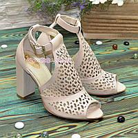 Женские кожаные босоножки на устойчивом каблуке, цвет бежевый. 39 размер
